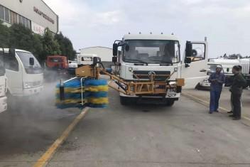 东风天锦隧道墙面护栏清洗车